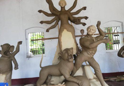 বালাগঞ্জে দুর্গাপূজা উপলক্ষ্যে প্রতিমা তৈরিতে ব্যস্ত সময় পার করছেন আয়োজকরা