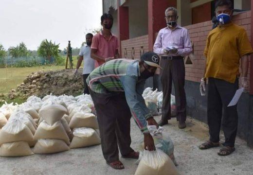 বালাগঞ্জে বাণীগাঁও মডেল উচ্চ বিদ্যালয়ে এসওএস শিশুপল্লীর খাদ্য সামগ্রী বিতরণ