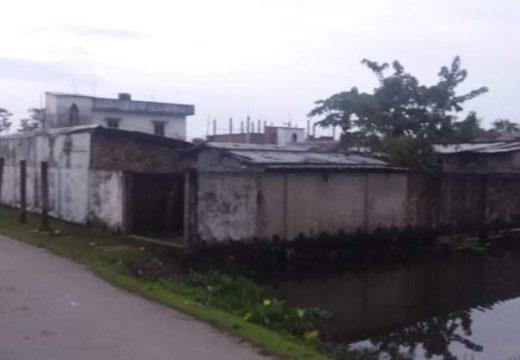 বালাগঞ্জে সরকারি ভূমি দখল করে ঘর নির্মাণের অভিযোগ
